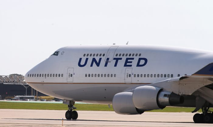 A United Airlines jet taxis at O'Hare International Airport in Chicago, Ill., on Sept. 19, 2014. (Scott Olson/Getty Images)