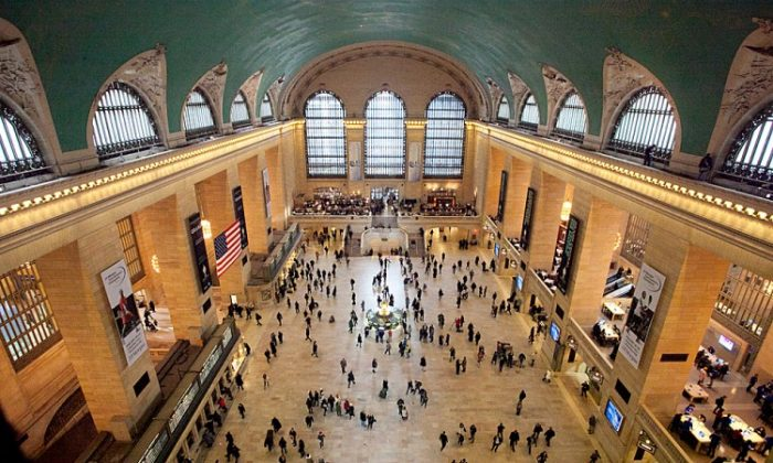 An elevated view of the Grand Central Terminal in New York, Jan 25, 2015. (Samira Bouaou/The Epoch Times)