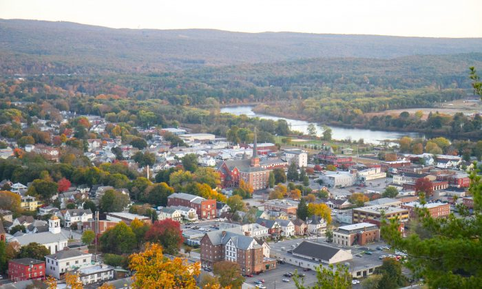 Port Jervis from Point Peter in Elks Brox Park on Oct. 21, 2015. (Holly Kellum/Epoch Times)