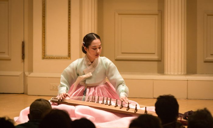 TeRra Han plays the Kayageum at Carnegie Hall in New York on Sept. 29, 2015. (Benjamin Chasteen/Epoch Times)