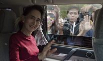 Burma Pro-Democracy Icon Suu Kyi Casts Her 1st-Ever Ballot