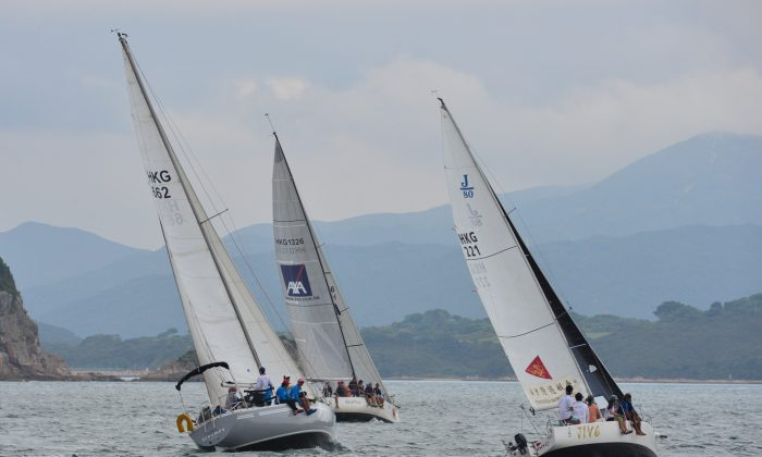 'Scrumpy', 'Bits & Pieces' and 'Jive' head upwind during day-1 of the Hebe Haven Winter Series on Saturday Nov 7, 2015. (Bill Cox/Epoch Times)