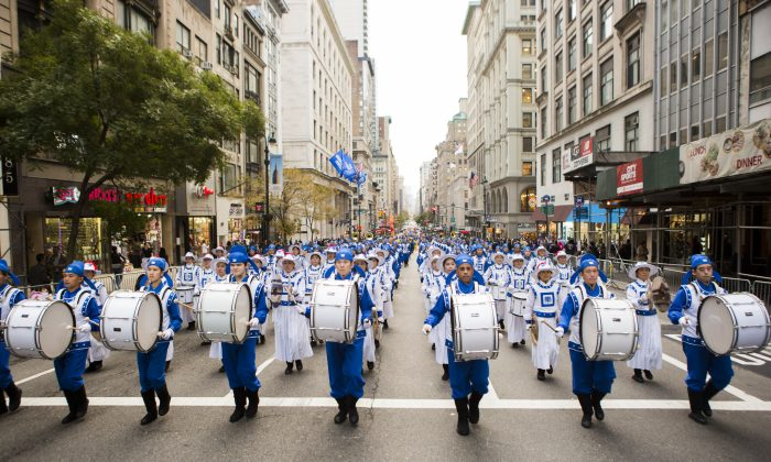 Tian Guo marching band members participate in the Veterans Day Memorial parade in New York on Nov. 11, 2015. (Samira Bouaou/Epoch TImes)
