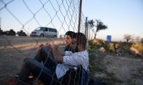 As US Officials Move to Strengthen Refugee Vetting, Obama Threatens to Veto Bill