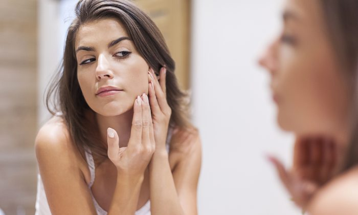 Most people don't realize that the roots of skin problems lie in the lungs.(GPOINTSTUDIO/ISTOCK)