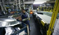 Ford Workers Narrowly Approve New Contract With UAW