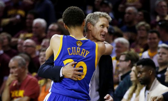 7451e08fc10 Stephen Curry (L) of the Golden State Warriors is a big reason why he