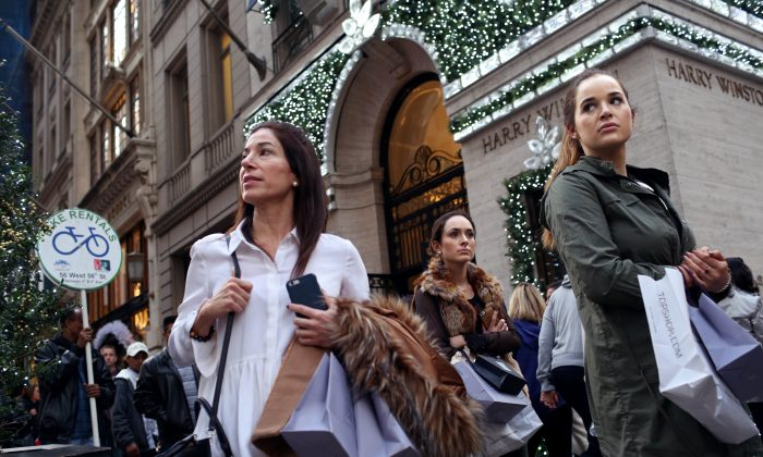 Shoppers walk by holiday decor hanging on Harry Winston in New York City on Black Friday, Nov. 27, 2015. (Yana Paskova/Getty Images)
