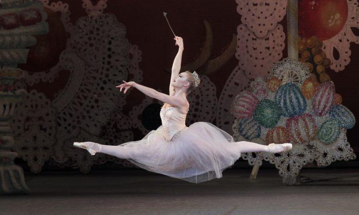 Sara Mearns as The Sugarplum Fairy in George Balanchine's THE NUTCRACKER  Act II Choreography George Balanchine © The George Balanchine Trust New York City Ballet   Credit Photo: Paul Kolnik studio@paulkolnik.com nyc 212-362-7778