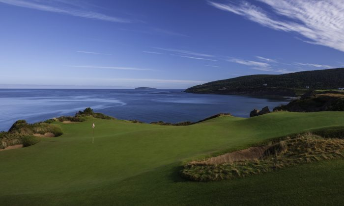 A view of the tour de force par-3 16th at Cabot Cliffs on Cape Breton Island in Nova Scotia. (Courtesy of L.C. Lambrecht)