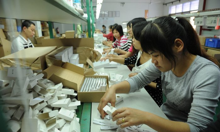 Chinese workers packing electronic cigarettes at a factory in Shenzhen, in southern China's Guangdong Province, on March 12, 2013. (STR/AFP/Getty Images)