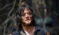 Walking Dead Actor Posing With Fan When She Suddenly Bites Him