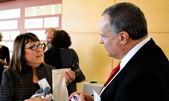 (L-R) Sandra Beck, CEO of Tidy Tots Diapers, networks with Vincent Cozzolina at the Evolution of the Fashion Industry in the Hudson Valley conference at SUNY Orange-Newburgh on Dec. 11, 2015. (Yvonne Marcotte/Epoch Times)