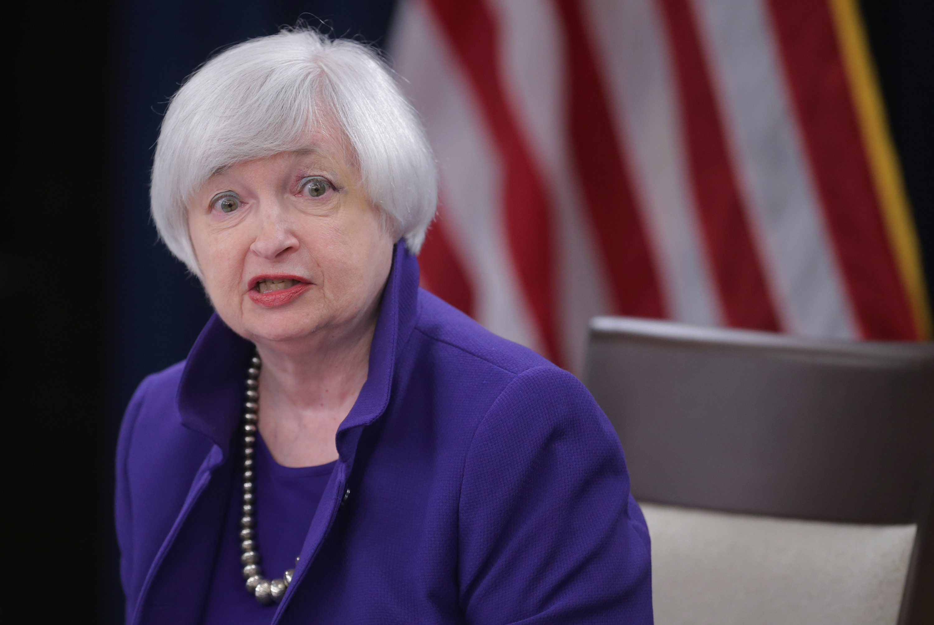 US Consumer to Help Economy Stave Off Recession Threat