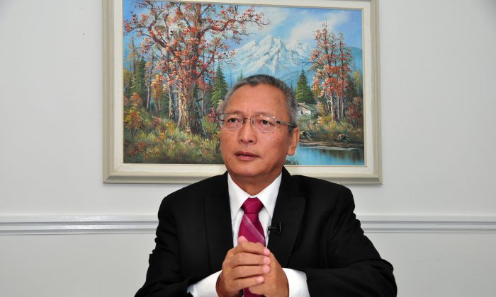 Xie Weidong, a former judge at the Chinese regime's Supreme People's Court, in Toronto, Canada on Sept. 23, 2015. (Zhou Xing/Epoch Times)