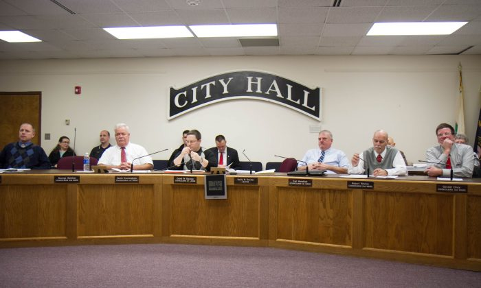 The Port Jervis city Council in the council chambers of City Hall on Dec. 28, 2015. The council passed the city's 2016 budget on with an 8.54 percent tax rate. (Holly Kellum/Epoch Times)