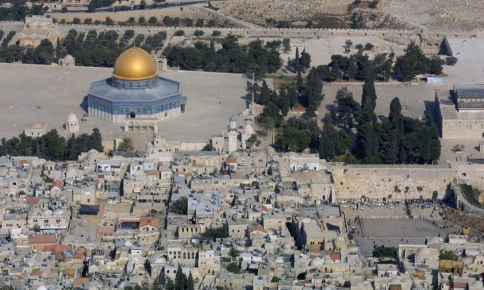 An aerial view of the Old City of Jerusalem on Sept. 24, 2002. (Gali Tibbon/AFP/Getty Images)