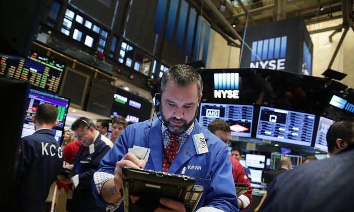 Traders work on the floor of the New York Stock Exchange (NYSE) on Dec. 16, 2015 in New York City. (Spencer Platt/Getty Images)