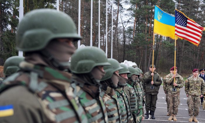 """U.S. and Ukrainian soldiers attend an opening ceremony of the joint Ukrainian-U.S. military exercise """"Fearless Guardian"""" at the Yavoriv training ground in the region of Lviv on April 20, 2015. (Yuriy Dyachyshyn/AFP/Getty Images)"""