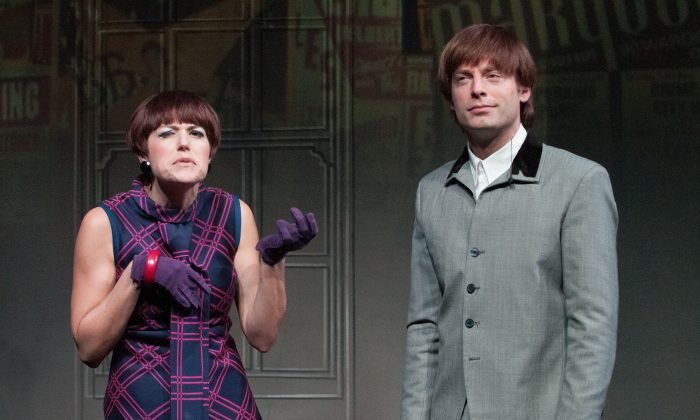 """Bea (Nicole Parker) and Ben (Justin Kirk) (the Beatrice and Benedick roles in Shakespeare's """"Much Ado About Nothing"""") in the new comedy """"These Paper Bullets!"""" (Ahron Foster)"""