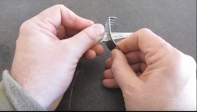 Here S How To Bust A Lock With Only A Soda Can The Epoch