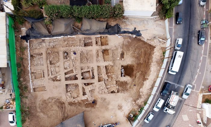 An aerial photograph of the excavation in Nahariya, Israel. (Guy Fitoussi/Israel Antiquities Authority)