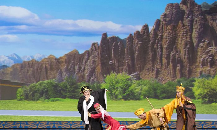 """Shen Yun dancers perform """"The Monkey King Thwarts the Evil Toad"""" from the classic Chinese novel """"Journey to the West."""" Shen Yun will play four shows at Vancouver's Queen Elizabeth Theatre Jan. 22–24. (Shen Yun Performing Arts)"""