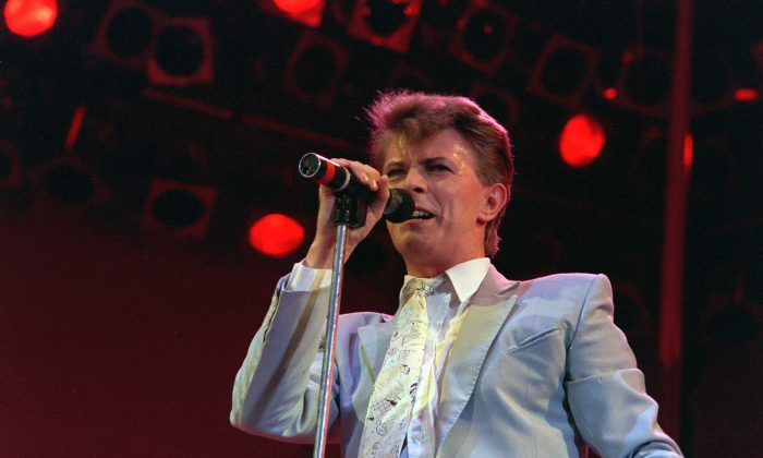 """David Bowie at the launch of the U.S. leg of his worldwide """"Reality Tour"""" at Madison Square Garden in New York on Dec. 15, 2003. (AP Photo/Kathy Willens)"""