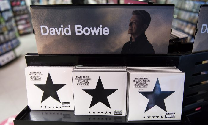 Copies of 'Blackstar' the latest album by British musician David Bowie are on sale in a branch of HMV in central London on January 11, 2016. (JUSTIN TALLIS/AFP/Getty Images) AFP PHOTO / JUSTIN TALLIS / AFP / JUSTIN TALLIS        (Photo credit should read JUSTIN TALLIS/AFP/Getty Images)
