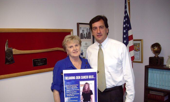 Colette Coyne (L) and former Sen. Chuck Fuschillo, sponsor of the Tanning Bill in the Senate. (Courtesy of Colette Coyne/CCMAC)