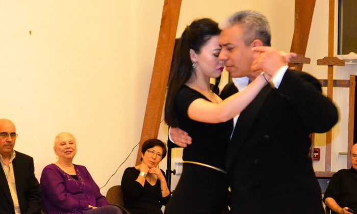 Jorges Torres and his partner demonstrate a tango at the Seligmann Center for the Arts in Sugar Loaf on Jan. 10, 2016. (Yvonne Marcotte/Epochtimes)
