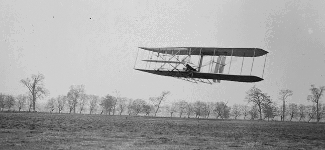 Orville in flight over Huffman Prairie, Ohio, in the Wright Flyer II. Flight 85, went approximately 1,760 feet (536 m) in 40 1⁄5 seconds on Nov. 16, 1904. (Public Domain)