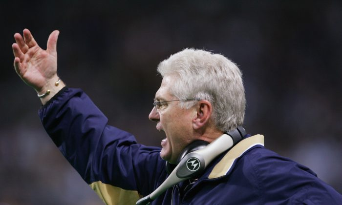 Mike Martz coached the St. Louis Rams from 2000–05, leading them to Super Bowl XXXVI. (Elsa/Getty Images)