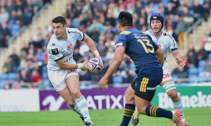 All Blacks star Dan Carter playing for Racing 92 in the Natixis Rugby Cup 2016 at Sui Sai Wan stadium, on Saturday Feb 6, 2016. (Bill Cox/Epoch Times)