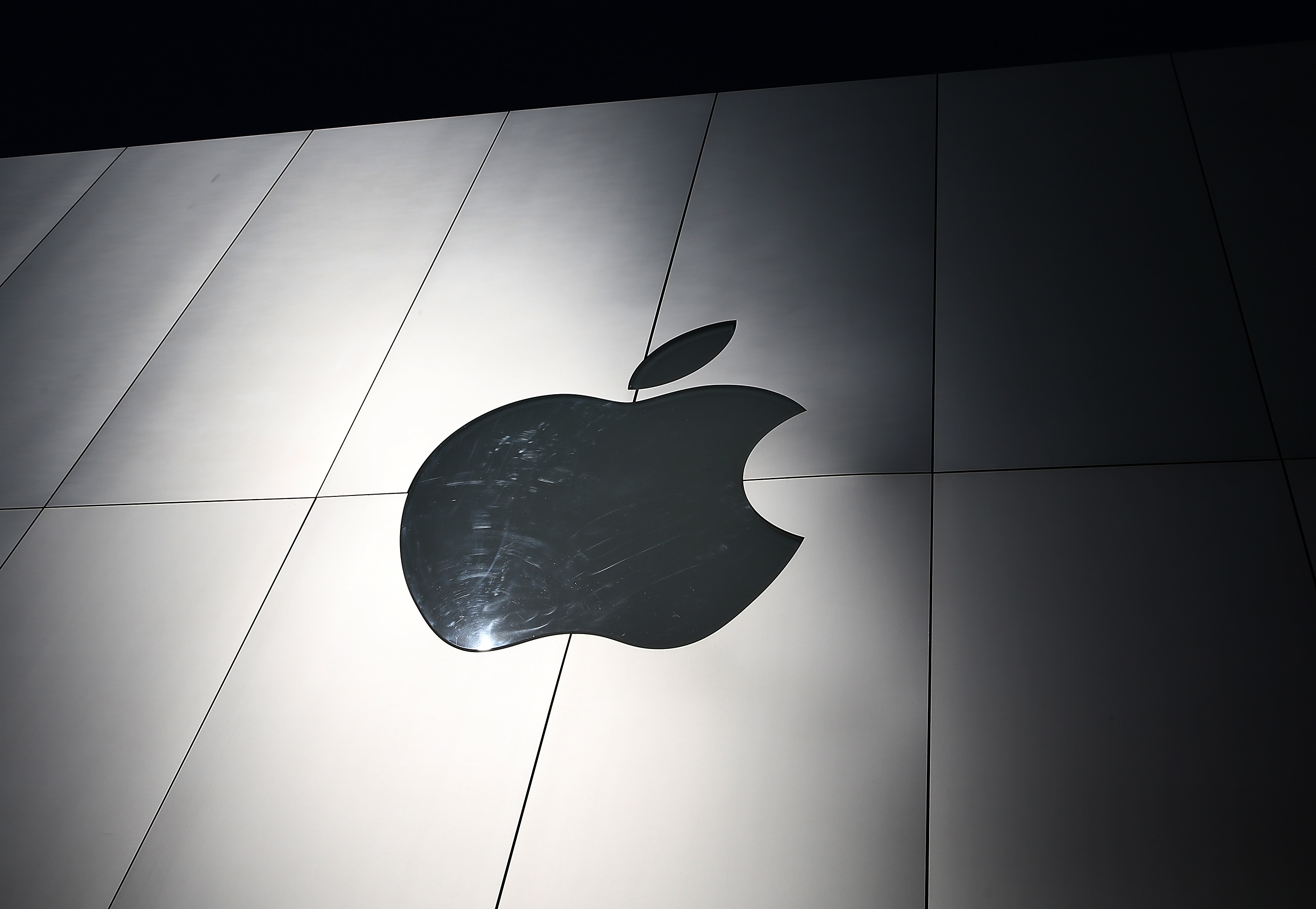 Apple Warns Users Against Setting iPhone Date to 1970, Promises Update to Fix Bug