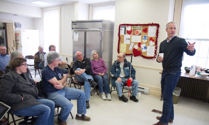 Rep. Sean Patrick Maloney talks to constiuents in Port Jervis' Farnum House on Feb. 20, 2016. (Holly Kellum/Epoch Times)