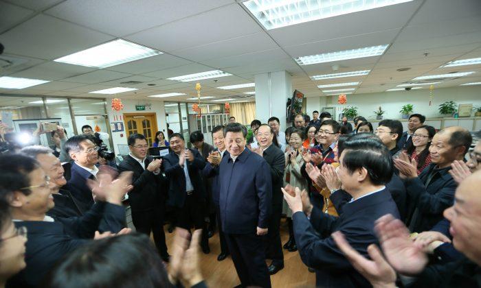 Chinese leader Xi Jinping (C) talks with editors in the general newsroom of the People's Daily in Beijing on Feb. 19, 2016. (Lan Hongguang/Xinhua via AP)