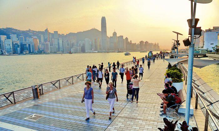Tsim Sha Tsui Promenade, Hong Kong (Song Xianglong/Epoch Times)