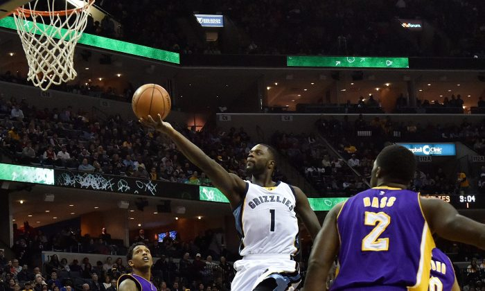 Lance Stephenson (C) of the Memphis Grizzlies scored eight points in the team's 128–119 win over the Lakers on Feb. 24. (Frederick Breedon/Getty Images)