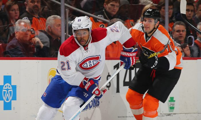 Montreal traded Devante Smith-Pelly, seen here against Philadelphia at the Wells Fargo Center on Jan. 5, to New Jersey on NHL trade deadline day. He had an emotional interview with journalists after the trade. (Elsa/Getty Images)