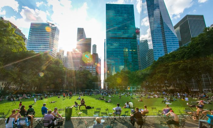 People enjoy a summer evening performance at Bryant Park in Manhattan on July 10, 2015. (Benjamin Chasteen/Epoch Times)