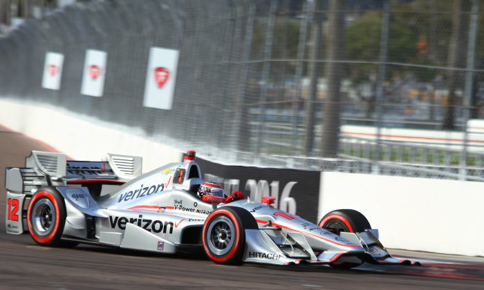 Will Power set a new lap record while winning the pole for the 2016 IndyCar St. Pete Grand Prix.