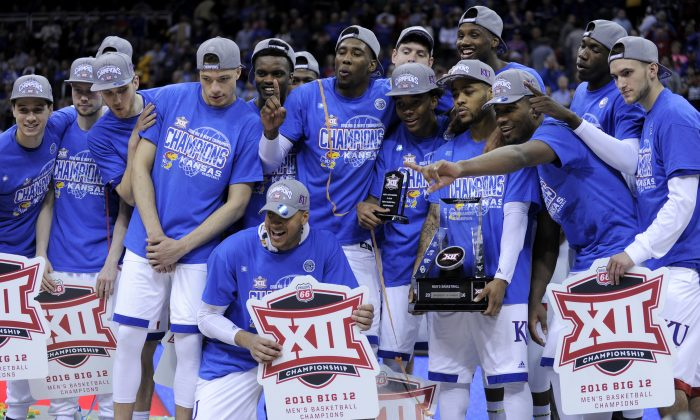 The top-ranked Kansas Jayhawks have won 14 straight games and carry a 30–4 record into the NCAA Tournament. (Ed Zurga/Getty Images)