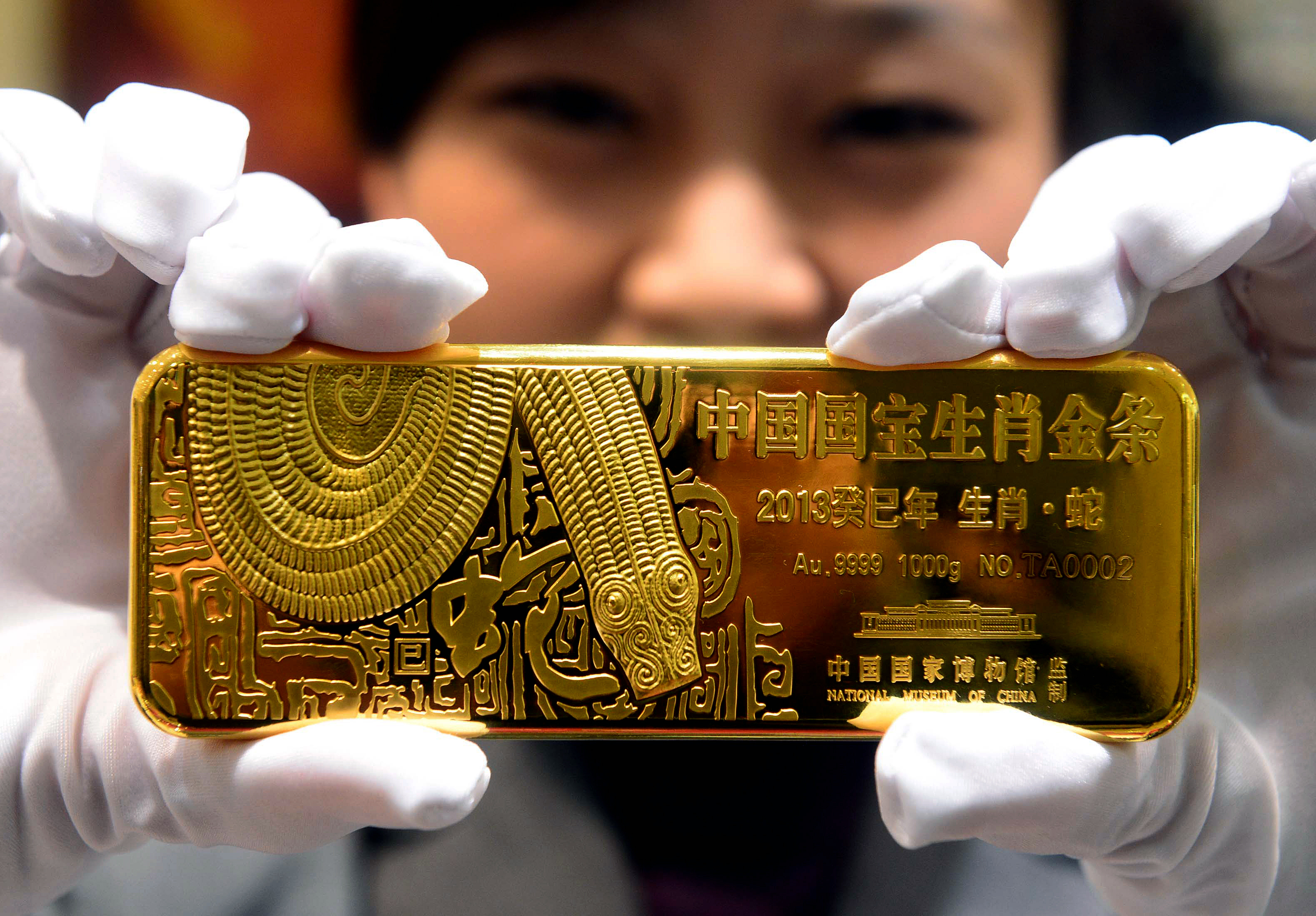 Chinese People Are Buying Gold, Taking Money Out of Banks and Stock Market