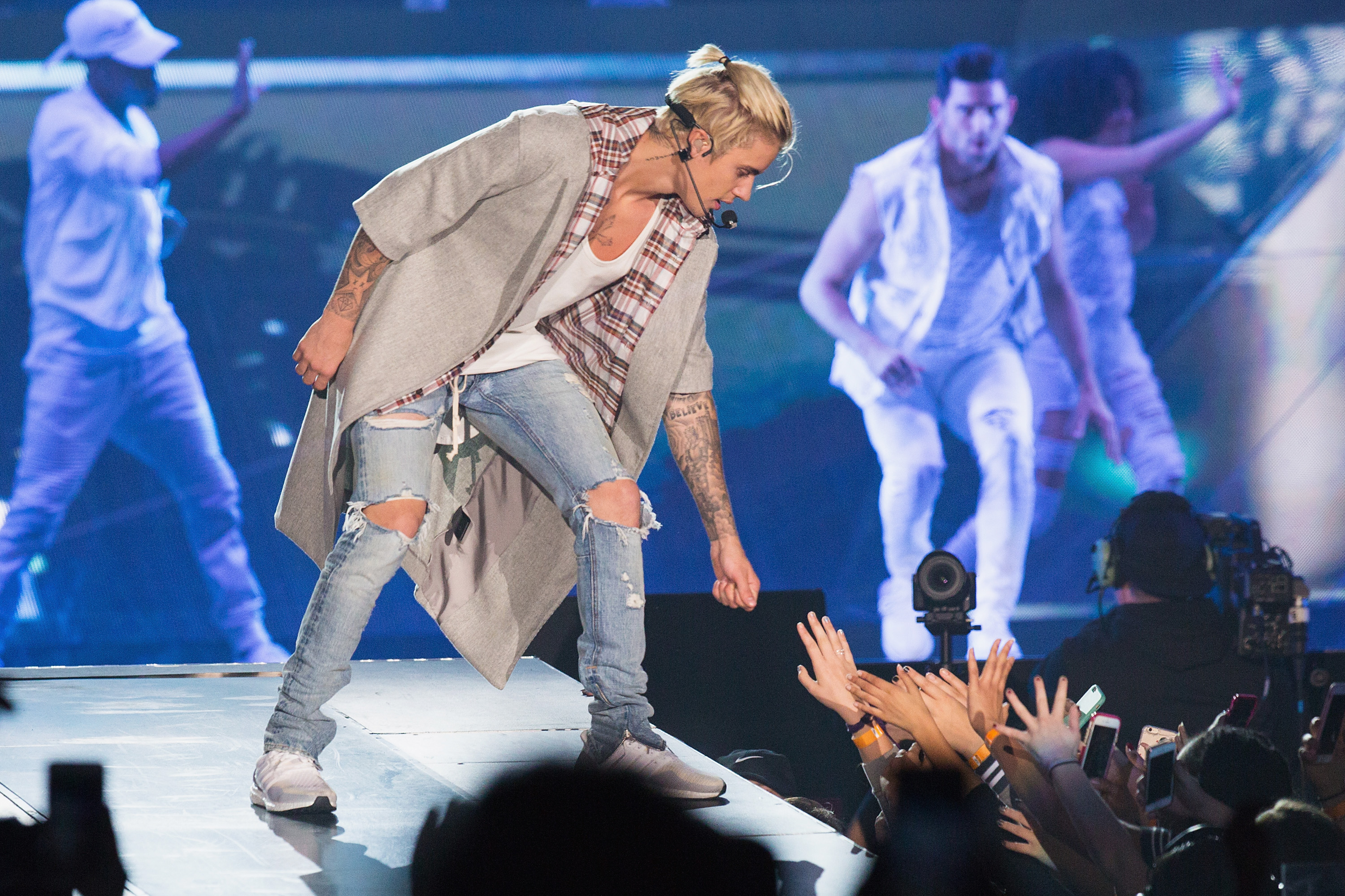 Fans Paid 2k To Meet Justin Bieber Say They Got Photo With