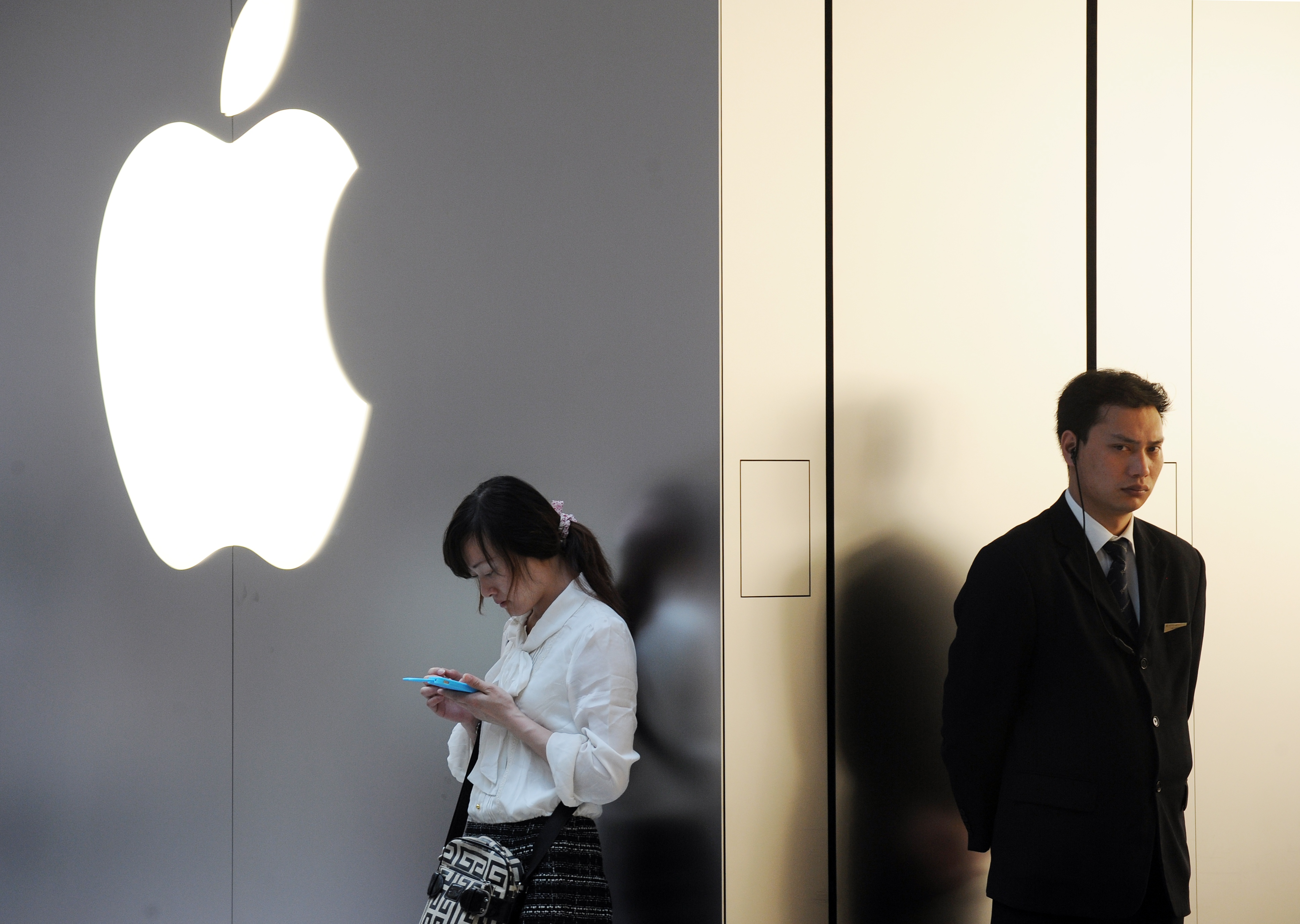 Apple Posts Worst Results in 13 Years, Huge Plunge in China, Hong Kong Sales