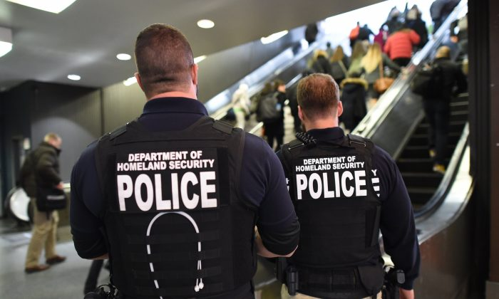 US Department of Homeland Security police.(Timothy A. Clary/AFP/Getty Images)
