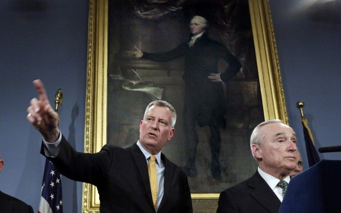 New York Mayor Bill deBlasio, left, and New York City Police Commissioner William Bratton address a news conference in New York's City Hall, Tuesday, Jan. 12, 2016. (Richard Drew/AP)