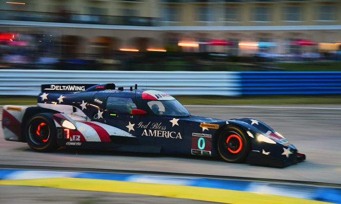 The #0 Elan DeltaWing rounds Turn Seven at Sebring Raceway during the 2016 IMSA WeatherTech Twelve Hours of Sebring, March 19. (Bill kent/Epoch Times)