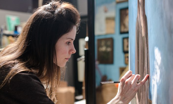 Artist Elizabeth Beard paints her self portrait at the Grand Central Atelier in Long Island City, New York, on March 10, 2016. (Benjamin Chasteen/Epoch Times)